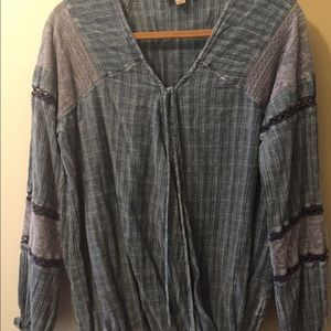 Tops - Blue lace sleeves shirt